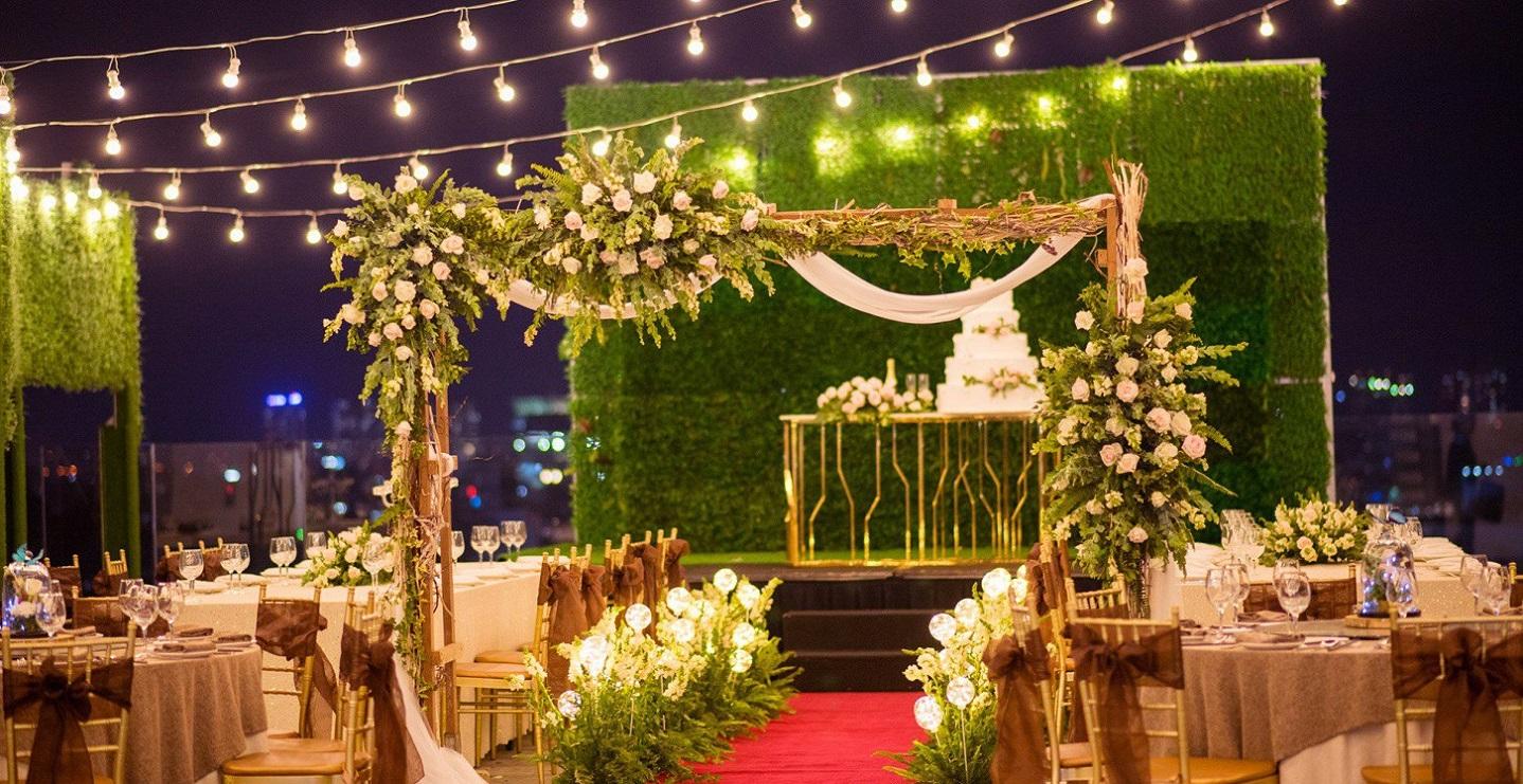 Trang trí tiệc cưới ngoài trời Hà Nội